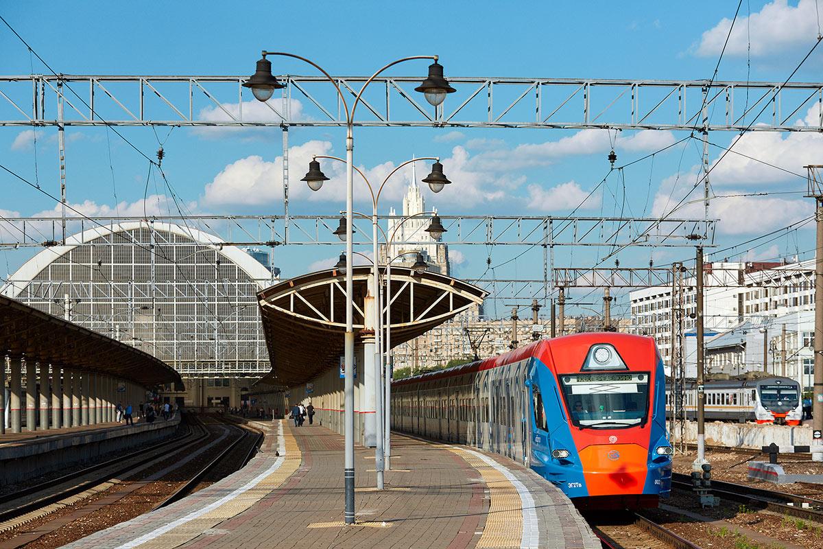Пригородный поезд Иволга